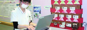 スポットチェックシステムとノートPCで電子カルテに記事入力中です。